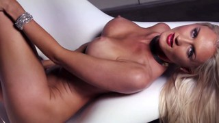 Sexy blonde models nude