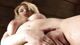 Massaging her big taco labia